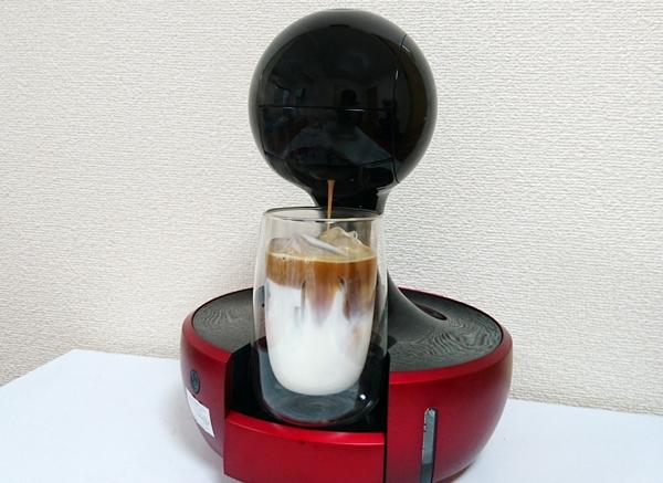 ドルチェグストで作るアイスカフェラテ抽出中