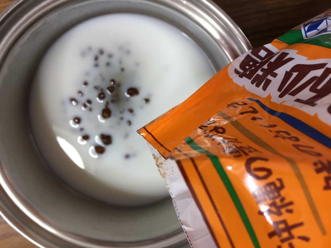 牛乳と黒糖を温める