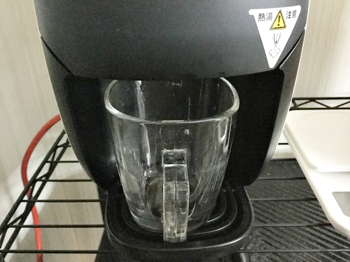 マグカップをバリスタにセット