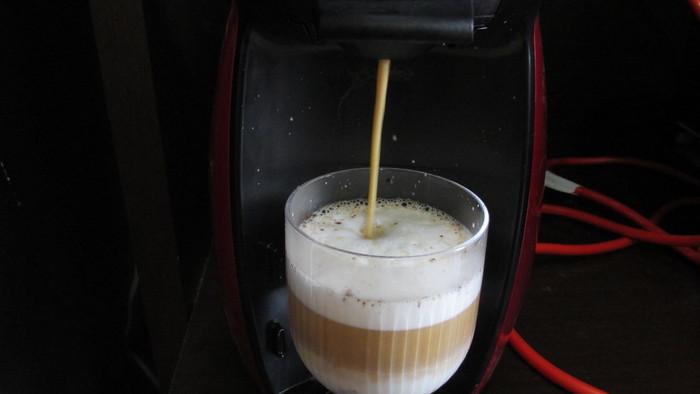 コーヒーカプセル抽出中