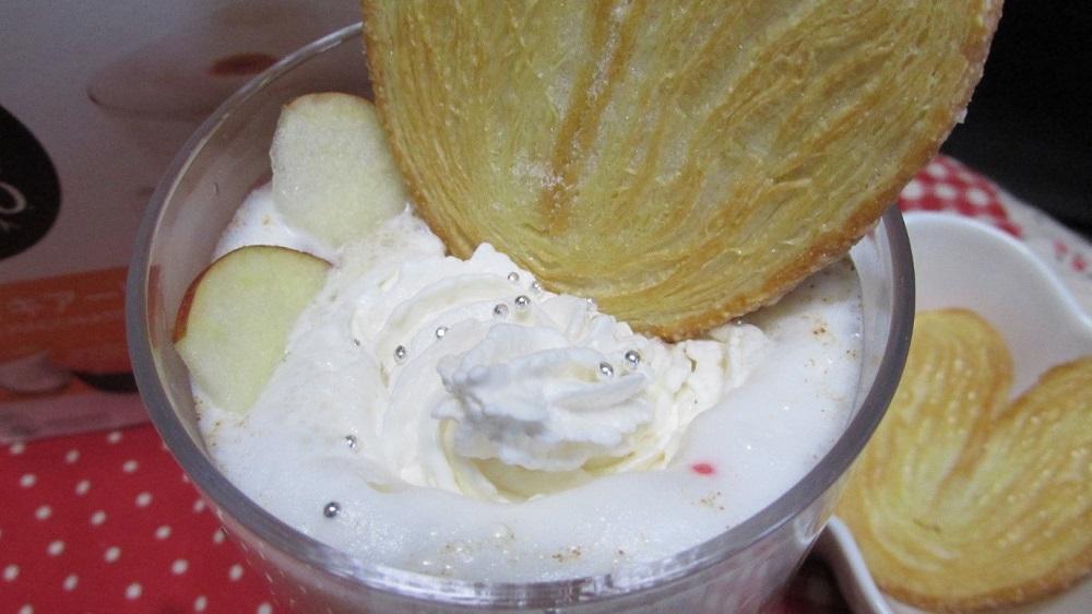 パイ菓子、リンゴスライスを飾り付ける